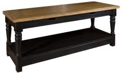 Коричневый журнальный стол из дуба